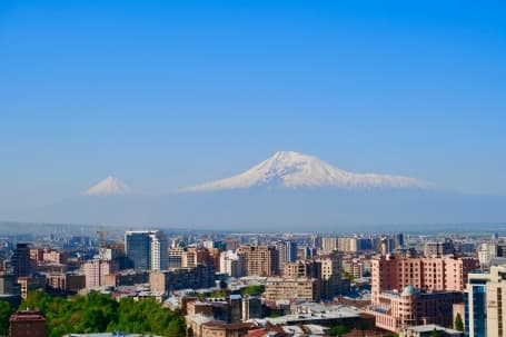 Muntele Aragat văzut de la Erevan