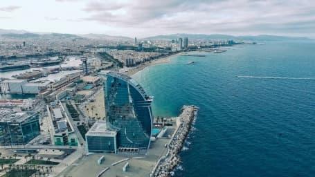 Pe malul mării în Barcelona