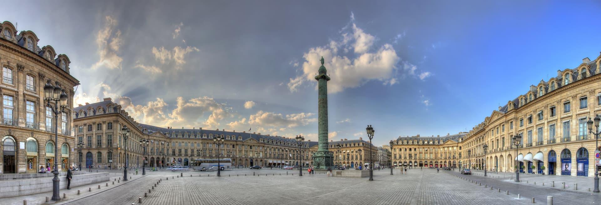 Place Vendôme și coloana construită de Napoleon