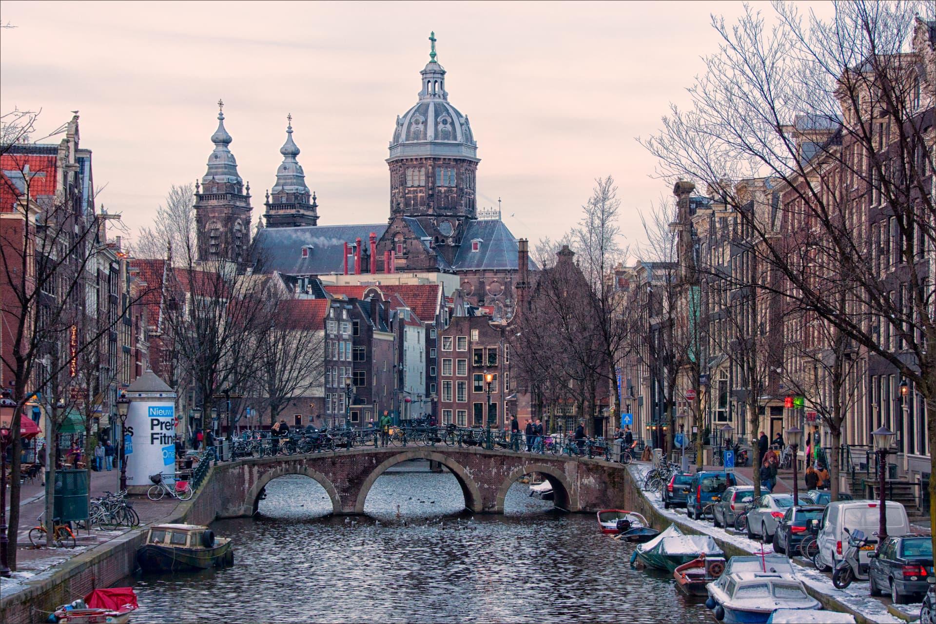 Pe malurile Amstel, în Amsterdam
