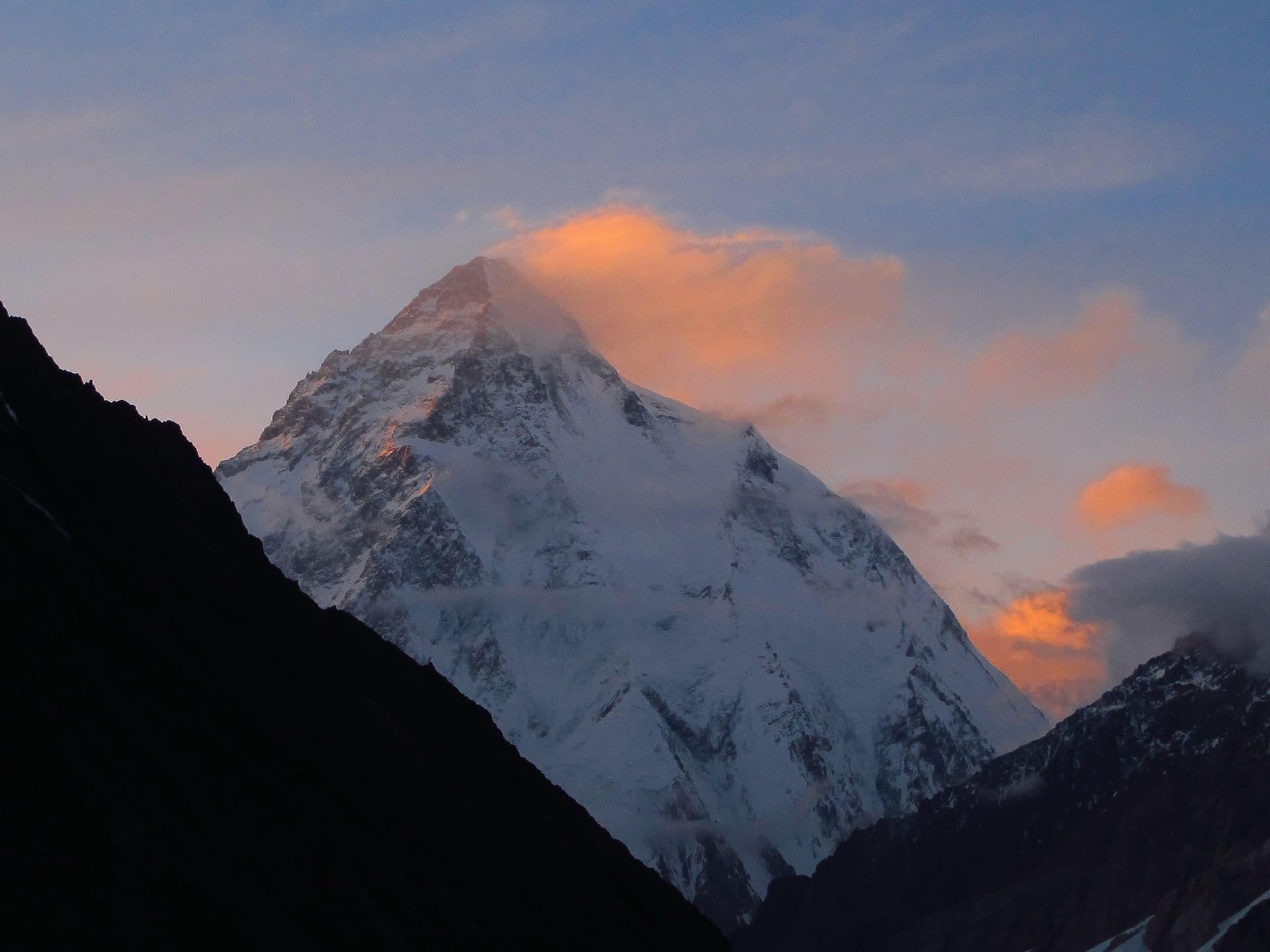 Locul 2 cei mai înalți munți - K2