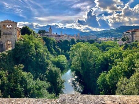 Centrul istoric văzut de pe podul Nuovo