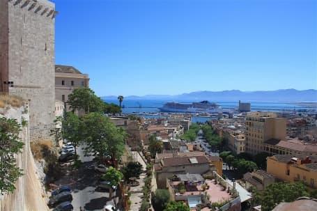 Panoramă Cagliari din Bastionul Santa Croce