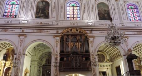 Interiorul bisericii Sant Julià din Campos