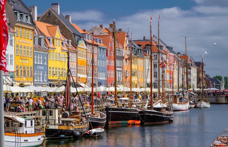 În districtul Nyhavn, Copenhaga