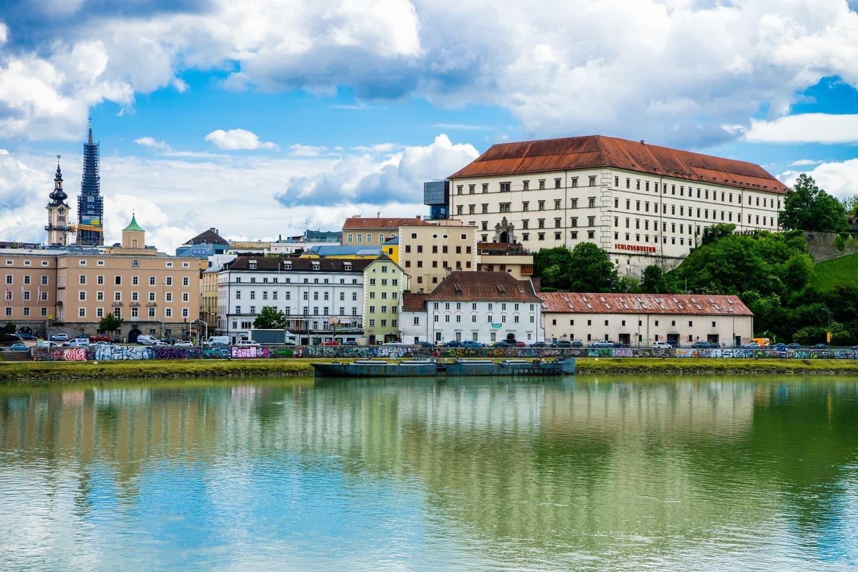 Pe malul Dunării, în Linz