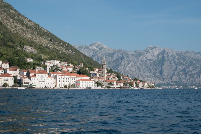 Perast, văzut dinspre golful Kotor