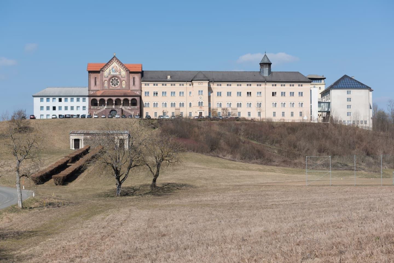 Biserica parohială și castelul Tanzenberg