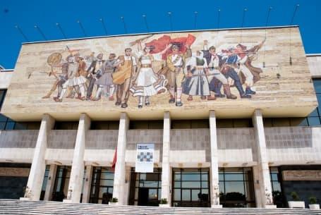 Fațada Muzeului de Istorie
