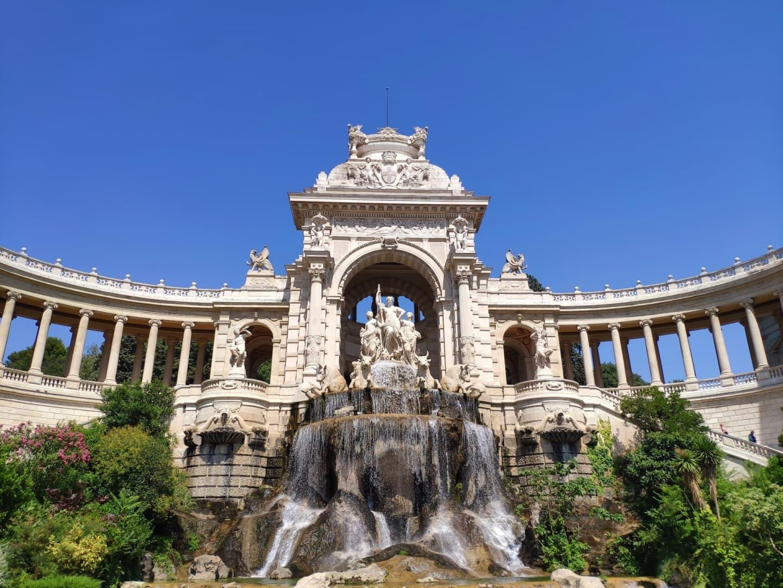 Intrarea în Palatul Longchamp