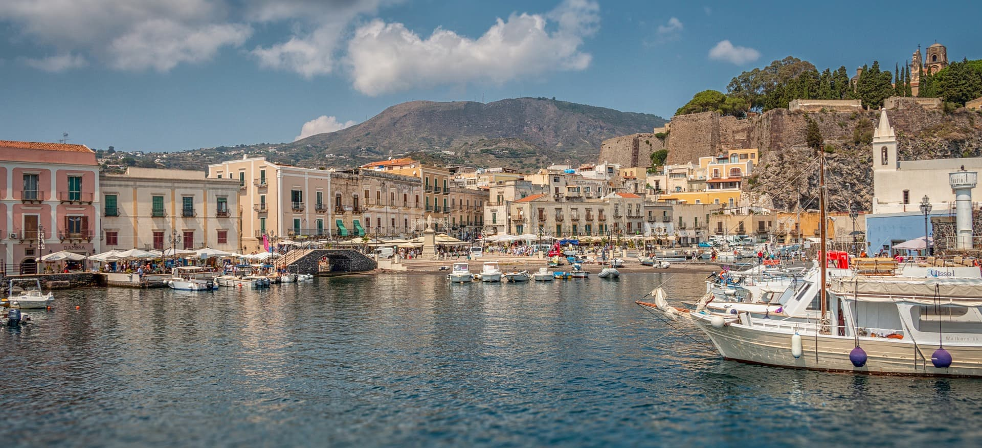 Portul Lipari și fortificațiile medievale