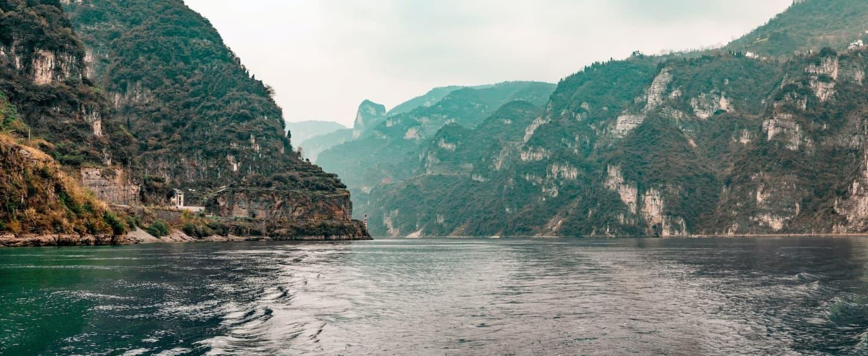 Fluviul Yangtze în vecinătatea barajului Celor Trei Chei