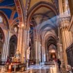 Interiorul gotic al bisericii